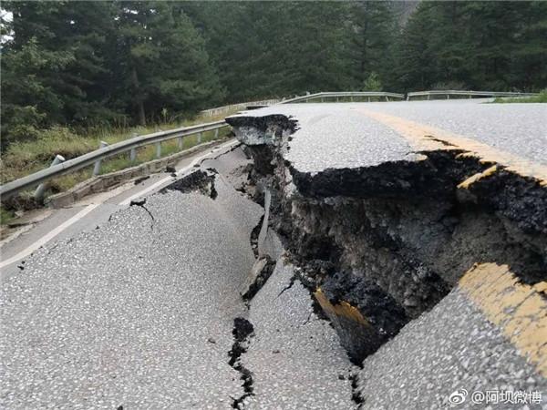 20170809-Jiuzhaigou Earthquake road damage.jpg