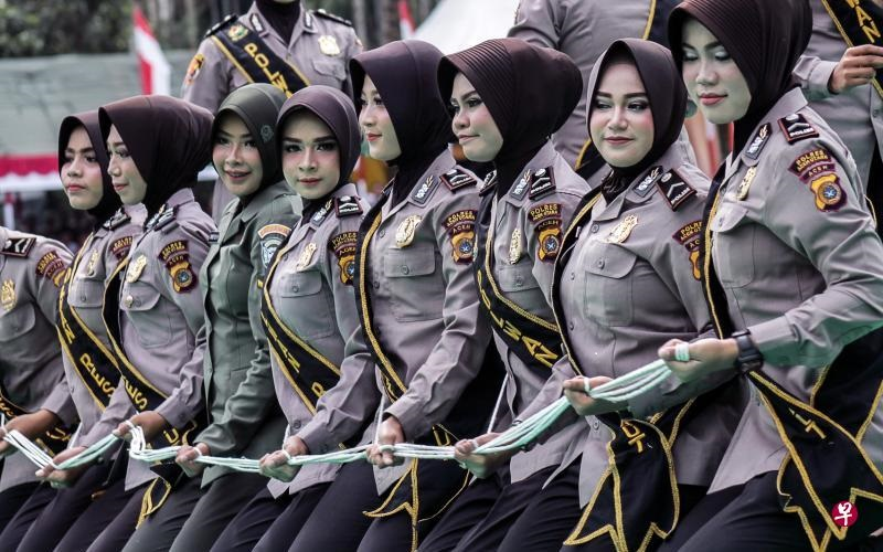 20171124-Indonesian Female Soldiers.jpg