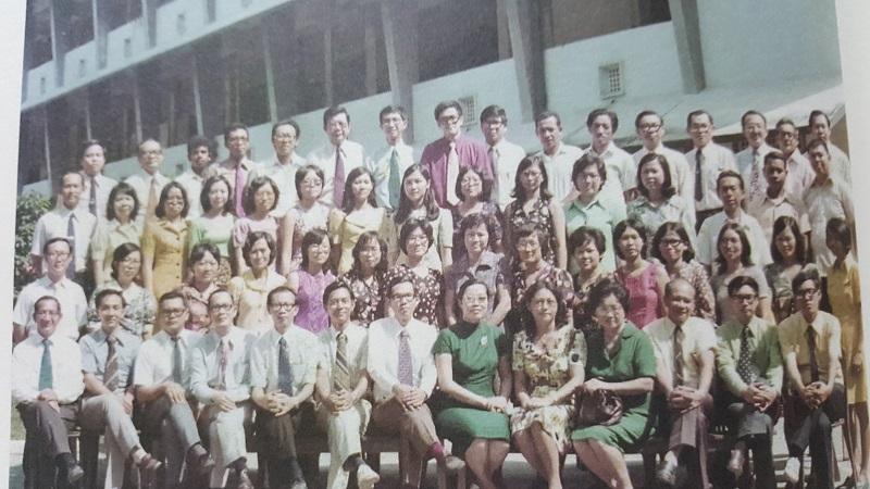 20180103-Group photo with principal mdm liu in 70s.jpg