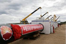 中俄东线天然气管道中国境内段在黑龙江省黑河市开工铺设(2015年6月29日摄)。(新华社)